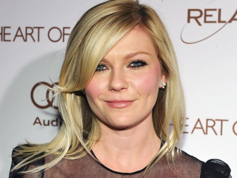 arrives at the 2012 Art of Elysium Heaven Gala at Union Station on January 14, 2012 in Los Angeles, California.