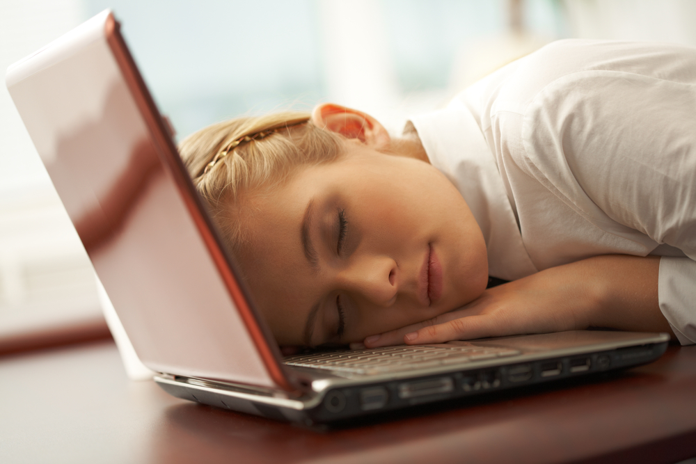 youngu woman napping on laptop