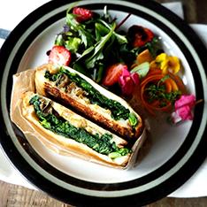鯖カレーと菜の花のホットサンド